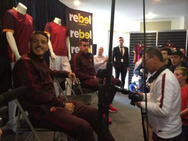 Florenzi e Strootman al Rebel Sport di Melbourne (foto asroma.it)