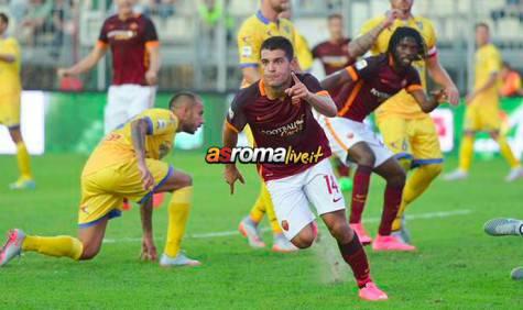 Iago Falque esulta per il gol al Frosinone