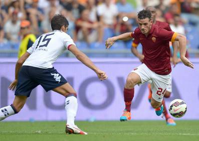 AS Roma midfielder Alessandro Florenzi (R) fights for the ball with Cagliari defender Luca Rossettini on September 21, 2014 during an Italian Serie A football match between AS Roma and Cagliari at the Olympic stadium in Rome.                        AFP PHOTO / ALBERTO PIZZOLI        (Photo credit should read ALBERTO PIZZOLI/AFP/Getty Images)