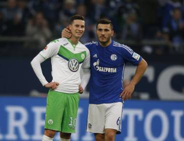 Schalke's defender Sead Kolasinac speaks with Wolfsburg's midfielder Julian Draxler (L) during the German Bundesliga first division football match FC Schalke 04 v Wolfsburg in Gelsenkirchen, western Germany on February 6, 2016. / AFP / NORBERT SCHMIDT / RESTRICTIONS: DURING MATCH TIME: DFL RULES TO LIMIT THE ONLINE USAGE TO 15 PICTURES PER MATCH AND FORBID IMAGE SEQUENCES TO SIMULATE VIDEO. == RESTRICTED TO EDITORIAL USE == FOR FURTHER QUERIES PLEASE CONTACT DFL DIRECTLY AT + 49 69 650050         (Photo credit should read NORBERT SCHMIDT/AFP/Getty Images)