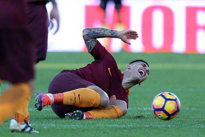 Roma, distorsione alla caviglia per Paredes: salta il derby