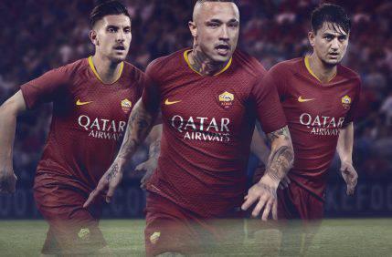 Roma, svelata la nuova maglia per la prossima stagione (FOTO e VIDEO)