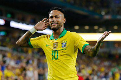 MIAMI, FLORIDA - SEPTEMBER 06: Neymar Jr. #10 of Brazil reacts after assisting Casemiro #5 (not pictured) on a goal against Colombia during the first half of the friendly at Hard Rock Stadium on September 06, 2019 in Miami, Florida. (Photo by Michael Reaves/Getty Images)